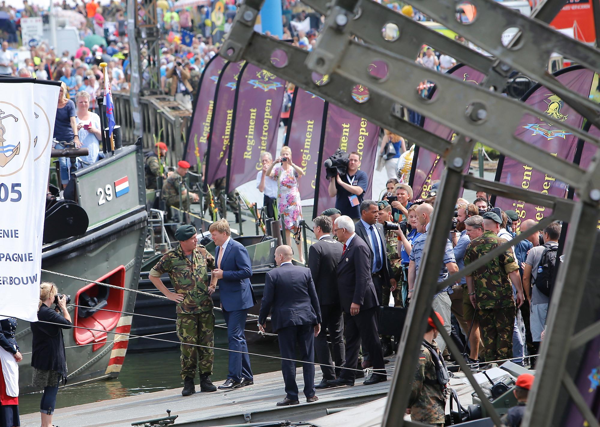 WINNEN: Boek 75 jaar brugslag in Cuijk