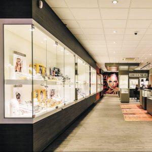 43907ec7a128f5 Happy Shopping! in Malden - Hallo! Nijmegen