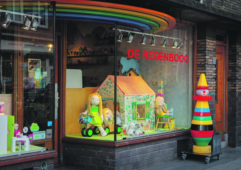 De Regenboog: 'Spelen met tijdloos speelgoed'