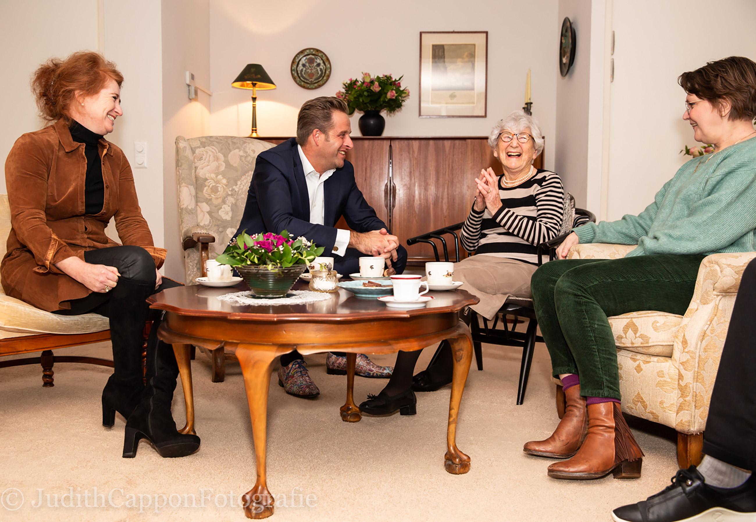 Laat ouderen niet in de kou staan: Minister Hugo de Jonge op bezoek bij Saar aan Huis