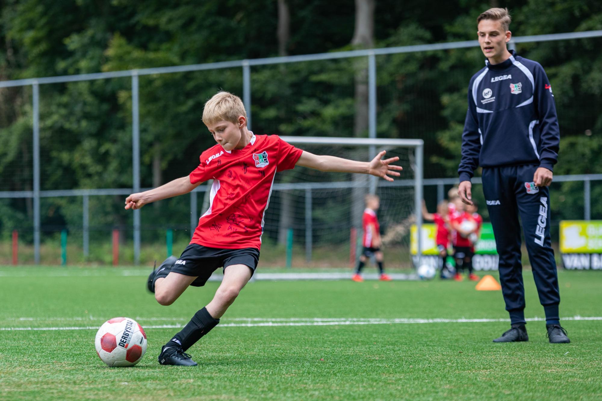 N.E.C. Voetbalkampen in de zomervakantie voor de jeugd